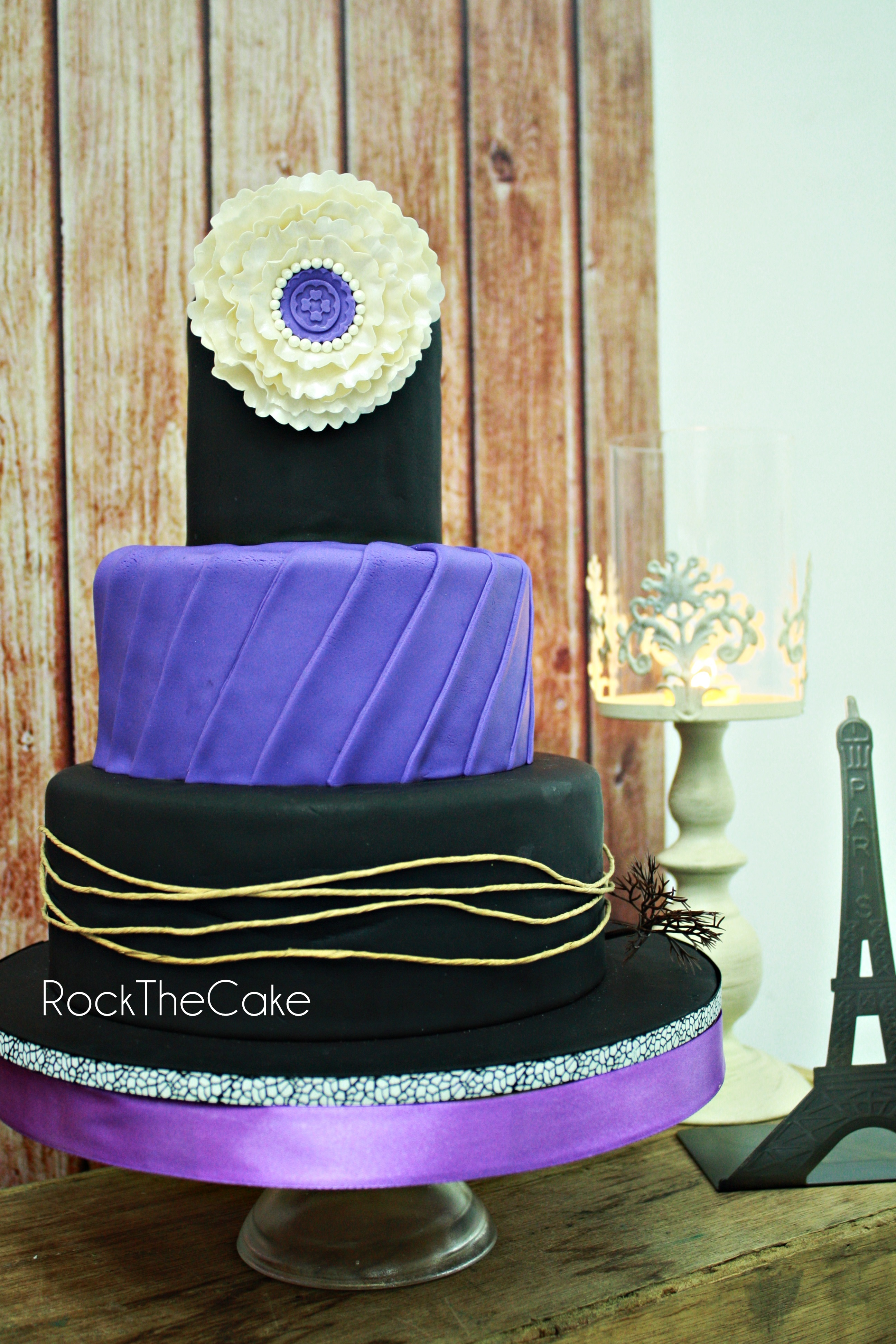 Theme : Gothic Paris Wedding Cake
